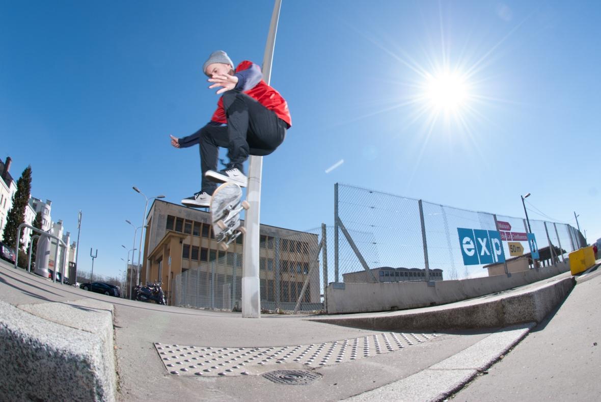 Dan Beall - Frontside Flip - Lyon 2