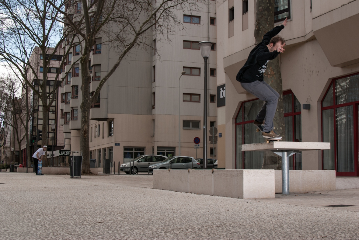Henry Stables - Ollie Up Nosegrind - Lyon
