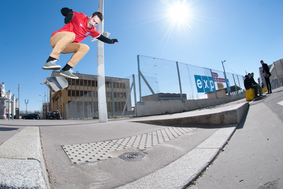 Oliver Glossop - Backside Flip - Lyon