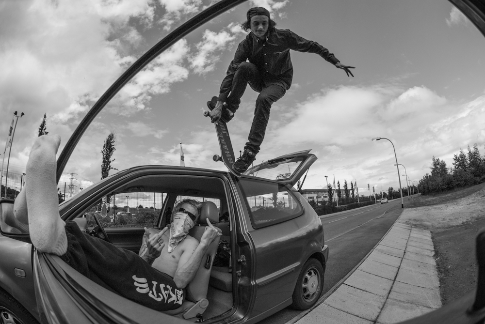 Timmy - Noseblunt Pull in off Dave's Car